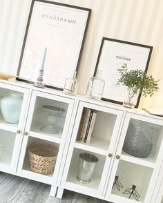 Kämpat mig genom måndagen trots att kroppen inte känts på topp, but I did it!! 🙏🏻 Niklas är och hämtar pizza som vi snart ska smaska i oss framför tv:n! Ska bli otroligt skönt 🙌🏻✨💫 Njut kvällen 🌿 . . #interior #myhome #interiordesign #livingroom #interior_delux #nature #cabinets #poster #nynäshamn #interior4all #interiordecor #homedecor #inredning #vardagsrum #skåp #jysk #desenio