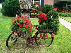 Bicycle garden decor dream upcycling bikes in the 14 ideas for planters and also 2 Flower Planters, Diy Planters, Flower Pots, Garden Planters, Planter Ideas, Backyard Projects, Garden Projects, Garden Ideas, Beautiful Gardens