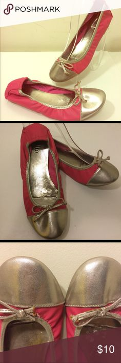 Rialto Ballet Flats Up for sale are these simple ballet flats featuring bow detail. Vibrant solid pink color block. Would pair well w/ a boho skirt or sundress. Originally purchased for $24. Kept in storage, never worn! Rialto Shoes Flats & Loafers