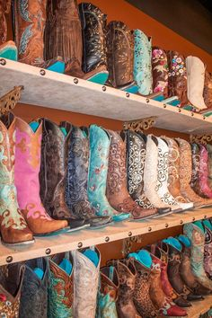 Find Lane Boots at Legendary Western, www.legendarywestern.com, if we don't have it we can order it :)