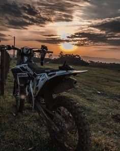 Emistar Racing - Pratique seu estilo! Mountains, Nature, Travel, Custom Products, Places, Wall, Motorcycles, Style, Naturaleza