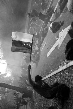 Puerta Tamanaco de la Universidad Central de Venezuela, 3 de abril de 2014, #UCV #SOSVenezuela #ImYourVoiceVenezuela #PrayForVenezuela