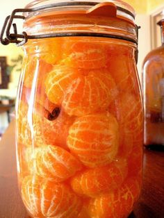 Preserving food is a fun and economical way to make fresh foods available year-round. There's no better way to capture the fresh harvest flavors than by sealing them in a jar or drying them to enhance Canning Tips, Home Canning, Canning Recipes, Canning Food Preservation, Preserving Food, Konservierung Von Lebensmitteln, Canned Food Storage, Slow Cooking, Pressure Cooking