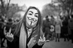 """""""sob sua máscara há mais que um rosto: há ideias. E ideias são à prova de balas"""" - Estamos a viver de alguma forma o Romantismo do Filme V for Vendetta? Com ou sem mascara."""