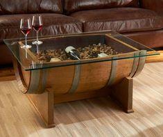 table basse artisanale fabriquée à partir d'un tonneau en bois et plateau de verre