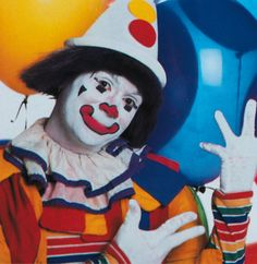 Mmmm... good old-fashioned coulrophobia. As I type this I can't even bring myself to look at the image.