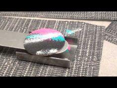 Fabriquer des bijoux effet émaillé - YouTube