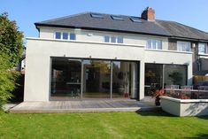 Flat Roof- Rear Extension With Parapet 1930s House Extension, Roof Extension, Extension Ideas, Extension Google, Glass Extension, Bungalow Extensions, House Extensions, Orangerie Extension, Single Storey Extension
