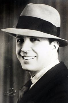 Carlos Gardel was the most prominent figure in the history of tango. Gardel died in an airplane crash at the height of his career while on tour in Colombia. Spanish People, Spanish Men, 20th Century Music, Argentine Tango, Types Of Music, Beautiful Mind, Rock And Roll, Actors & Actresses, Singer