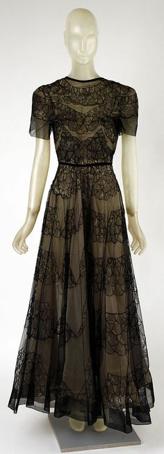 1937 silk Dinner Dress by Madeleine Vionnet, French. Via The Metropolitan Museum of Art.