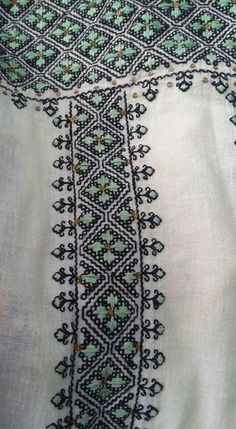 Moldova, Embroidery Stitches, Smocking, Diy And Crafts, Costume, Folklore, Costumes, Fancy Dress, Needlepoint Stitches