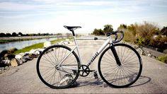 Sunny side up  Unknown Singularity PS1 Raw  #unknownbikes #fixedgearforum #fixie #fixies #fixedgear #fixed #bike #velo #fahrrad #fiets #fahrradliebe #bikeforum #singlespeed