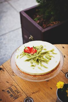 I recently found out that there is a cheesecake with avocado. Has anyone tried it? How do you like it? #avocado #AvoSeedo #avocadolove #avocadolover #avocadoaddict #avocadobeauty #perfectavocado #avocadoforlife #avocadoislife #avocadocrazy #avocadoheave #avocadoplant #avocadofood #avocadotoast #avocadosandwich #avocadosalad #guac #guacamole #avocadoguacamole #avoguac #avocadosmoothie #avocadodrink #avodrink #avosmoothie #avocadoking #avocadobreakfast #avocadosnack Avocado Cheesecake, Key Lime Cheesecake, Avocado Dessert, Cheesecake Recipes, Avocado Recipes, Keto Recipes, Avocado Toast, Guacamole, Cupcake Tray