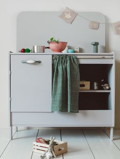 DIY Play Kitchen From Thrifted End Table. Now I need to find an end table!!!