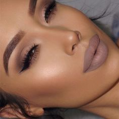 MONOCHROMATIC Makeup | monochromatic fashion | monochromes looks | monochromatic beauty | nude lipstick | brown lipstick | nude nails