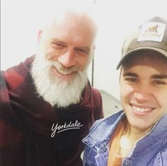 Justin Bieber graced Toronto's Yorkdale Shopping Centre with his presence and naturally, his shopping trip wasn't complete without a Fashion Santa selfie.  T...