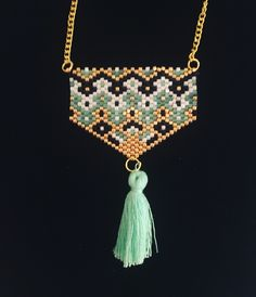 Charismatic Elegant necklace / necklace woven in miyuki beads, gold chain and turquoise tassel . Beaded Jewelry Designs, Jewelry Patterns, Bracelet Patterns, Seed Bead Patterns, Beading Patterns, Seed Bead Projects, Motifs Perler, Weird Jewelry, Bead Loom Bracelets
