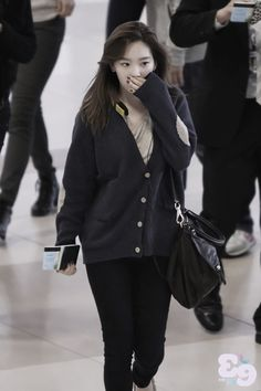 http://okpopgirls.rebzombie.com/wp-content/uploads/2012/10/SNSD-Taeyeon-airport-fashion-oct-28-2-1.jpg