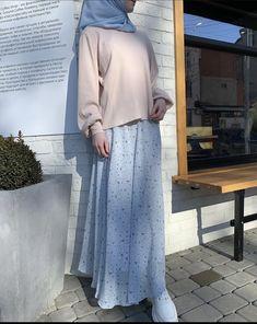 Muslim Women Fashion, Korean Girl Fashion, Modern Hijab Fashion, Street Hijab Fashion, Hijab Fashion Inspiration, Mode Inspiration, Modest Fashion, Maxi Skirt Outfits, Casual Dress Outfits
