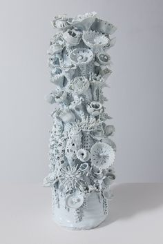 Bilderesultat for lampfoot ceramics 60 Ceramic Clay, Ceramic Pottery, Pottery Art, Institute Of Contemporary Art, Ceramic Flowers, Flower Fashion, Wall Sculptures, Artist At Work, Flower Arrangements