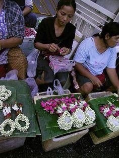 KLM Travel Guide - Holiday destinations, Tips & Flights Bangkok Market, Ko Lanta, Thai Street Food, Fruit Flowers, Beautiful Places In The World, Flower Garlands, World Market, Flower Market, World Traveler