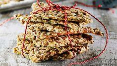 Helppo siemennäkkäri on maukas ja rapea. Näkkileipä sopii gluteenittomaan ruokavalioon, kun käytät leivonnassa puhtaita kaurahiutaleita.