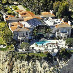 $62,000,000 Cliffside oceanfront mega mansion in Malibu, Califonia _ ©@royalmansions