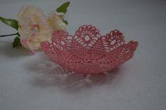 Corbeille en crochet rose en forme de fleur