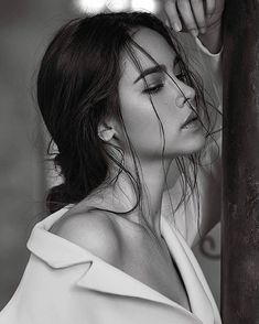 Hundreds of new looks updated every day! Most Beautiful Faces, Beautiful Girl Image, Beautiful People, Face Photography, Photography Women, Black And White Portraits, Black And White Photography, Mark Prin, Art Visage