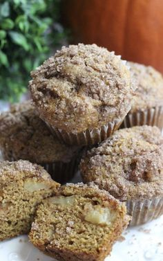 One recipe and two types of pumpkin muffins. Pumpkin apple muffins and pumpkin chocolate chip muffins. Muffin Recipes, Snack Recipes, Dessert Recipes, Snacks, Desserts, Easy Recipes, Breakfast Recipes, Recipes With Yeast, Bread Recipes
