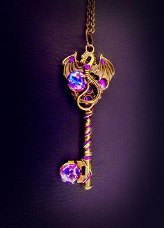 Collier Dragon collier A Game of Thrones clé collier Dragon Necklace, Dragon Jewelry, Key Necklace, Necklaces, Key Jewelry, Cute Jewelry, Unique Jewelry, Kawaii Accessories, Jewelry Accessories