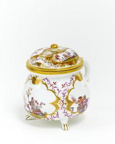 Meissen Cream Pot with Chinoiserien ~ Circa 1730.