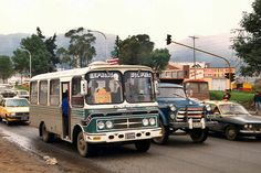 transporte bogotano Busse, Vintage Photos, Automobile, City, Vehicles, Old Cartoons, Soccer, Social Science, Bogota Colombia