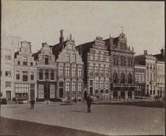 1890-1900: gevels Grote Markt Noordzijde Netherlands, Shelter, Past, Louvre, Black And White, History, Architecture, City, Genealogy