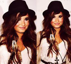 Demi Lovato love her hair color!