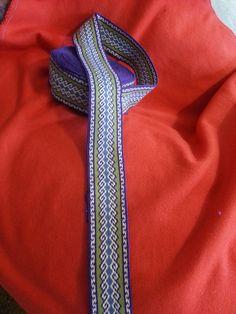 Rams horn lovely colors Inkle Weaving, Inkle Loom, Card Weaving, Tablet Weaving Patterns, Loom Patterns, Ram Horns, Woven Belt, Diy Projects To Try, Fiber Art
