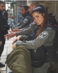 IDF - Israelische Streitkräfte - Frauen - Murderer in Sheepskin - Soldaten Idf Women, Military Women, Mädchen In Uniform, Israeli Girls, Army Police, Reality Shows, Military Girl, Female Soldier, Sexy