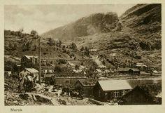Møre og Romsdal fylke Stranda kommune Geiranger Merok Næroversikt bebyggelsen, drakjerrer og hester i forkant. Ubrukt 1915.
