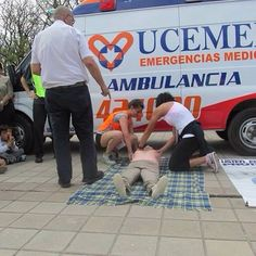 """FOTOGRAFÍA CON TU #UNIDAD O EQUIPO DESDE ARGENTINA  Estas son las últimas imágenes de nuestro compañero Sergio Olguin, de la empresa """"UCEMED Emergencias"""", en Córdoba, #Argentina. Vemos fotos de .....  http://www.ambulanciasyemergencias.co.vu/2015/05/EQUIPO_26.html"""