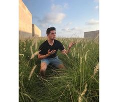Channeling my wheat field photography vibes while on the most epic vacation. Riverdale Kevin, Riverdale Funny, Riverdale Memes, Riverdale Cast, Betty And Jughead, Boy Face, Wheat Fields, Pretty Boys, Celebs