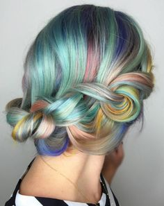 This hairstyle sticks to the same colors like violet, pale pink, peach, mint green, yellow, blue, and silver.