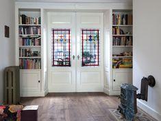 Kamer ensuite deuren en ensuite kasten in jaren 30 stijl.