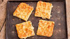Rýchly koláč zo sendviča | Recepty.sk Cornbread, Pineapple, Fruit, Ethnic Recipes, Food, Millet Bread, Pine Apple, Essen, Meals