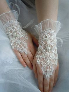 İvory lace wedding gloves french lace glove by PRIVATEBRIDES