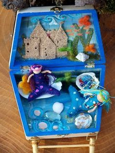 By Hook and Thread: Mermaid play set Mermaid Toys, Mermaid Crafts, Summer Camp Crafts, Camping Crafts, Playset Diy, Waldorf Crafts, Toy House, Clothespin Dolls, Natural Toys