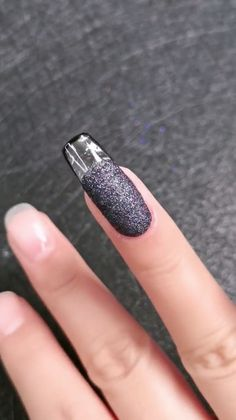 Nail Designs simple and elegant, minimalist nail art is easy to replicate for women of every age. Diy Acrylic Nails, Glitter Nail Art, Diy Nails, Cute Nails, Nail Art Designs Videos, Nail Art Videos, Diy Nail Designs, Minimalist Nails, Coffin Nails
