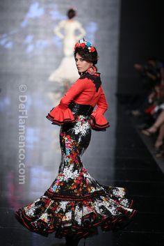 Spanish Fashion, Spanish Style, Flamenco Costume, Flamenco Dresses, Gowns Of Elegance, Black White Red, Costume Design, Beautiful Dresses, Fashion Show