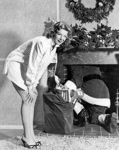 ☃ Vintage Christmas Pin-Ups ☃ Vintage Christmas Photos, Retro Christmas, Vintage Holiday, Christmas Pictures, Christmas Classics, Old Time Christmas, Christmas Past, Xmas, Christmas Albums