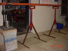 Graduando los patojos y vista de la pieza nivelada, cargada sobre los rodillos: