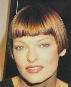 Linda Evangelista is a Louise Brooks bob Linda Evangelista, Short Hair Dont Care, Short Hair Cuts, Short Hair Styles, Bob Haircut With Bangs, Short Bangs, Girl Haircuts, Bob Hairstyles, Louise Brooks